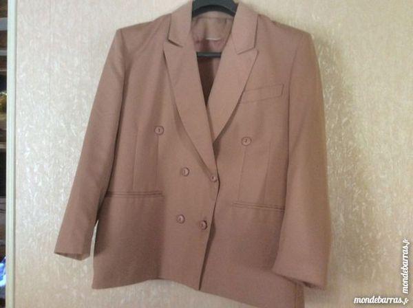 TAILLEUR (veste et jupe) en 46 40 Meaux (77)