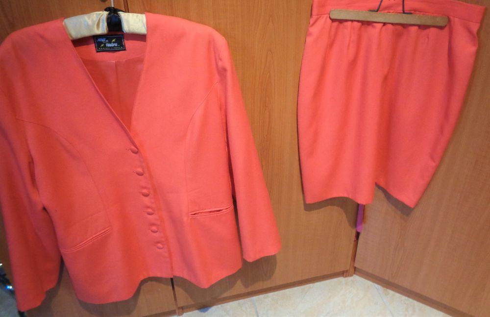 tailleur veste jupe fushia t3  26 Argenteuil (95)