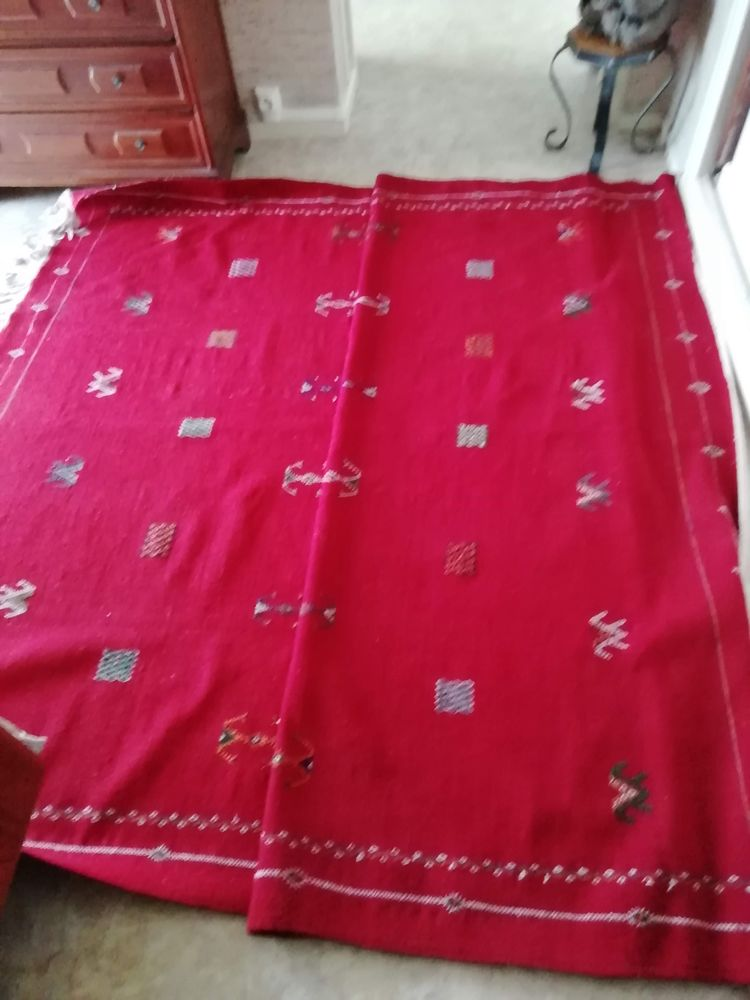 Tapis berbère marocain rouge avec motifs berbères 0 Dax (40)