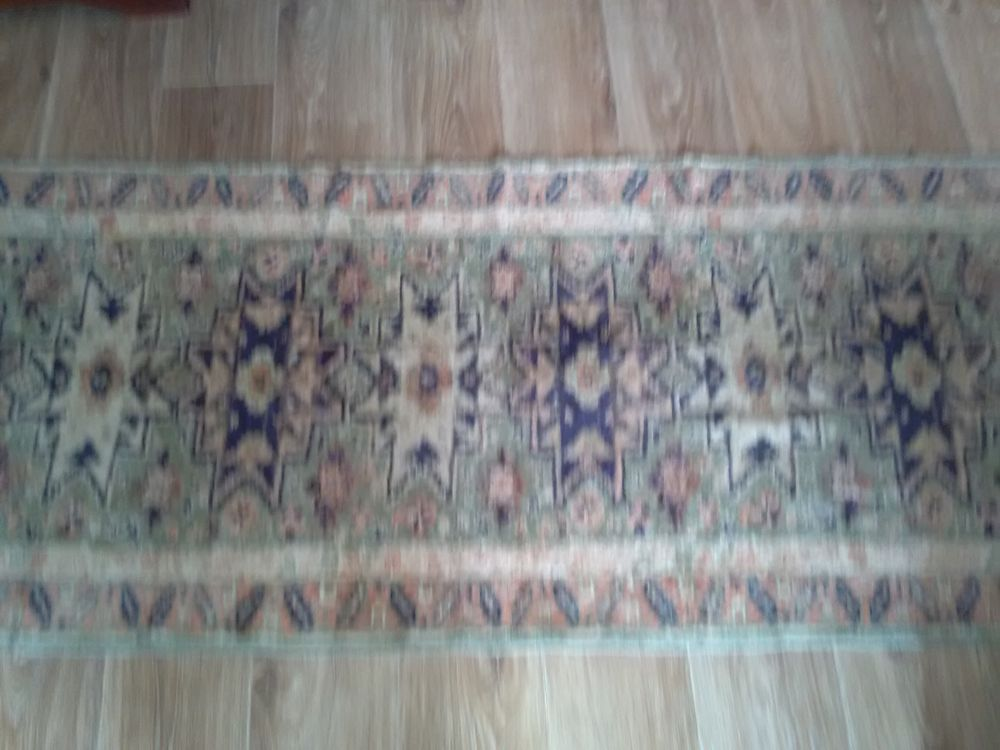 tapis de couloir 2,50 x0,70  façon persan lavable bon etat 30 Apt (84)