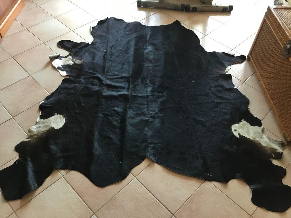 Tapis peau de vache véritable  150 Cap-d'Ail (06)