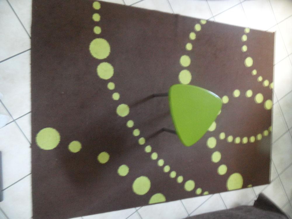 tapis de sol + table basse Décoration