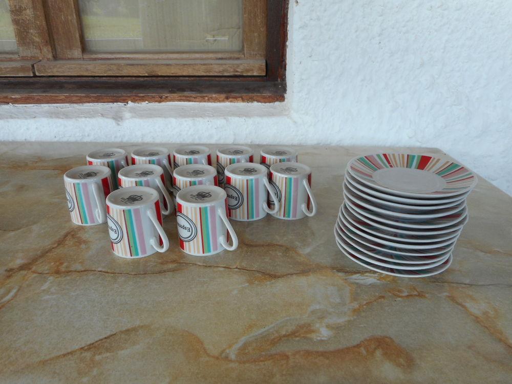 12 tasse a café 6 Saint-Caprais-de-Blaye (33)