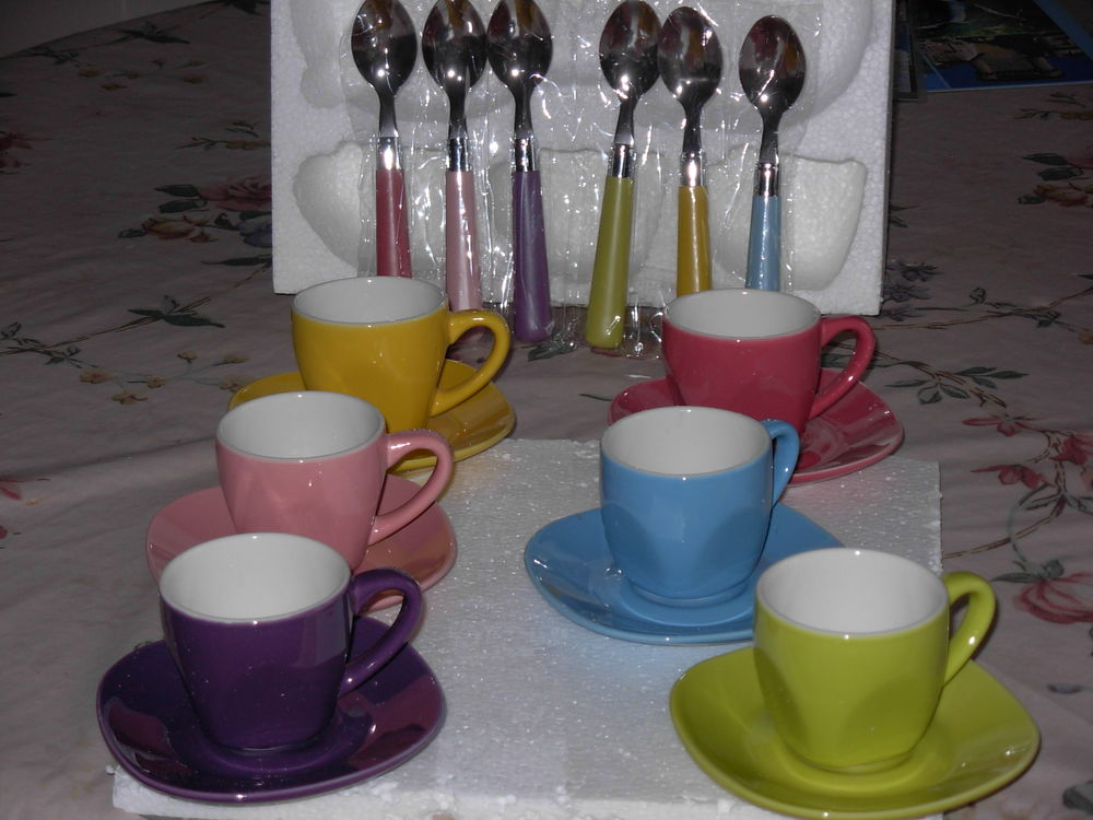 6 tasses à café, avec soucoupes et cuillères, Neuves 5 Chénérailles (23)