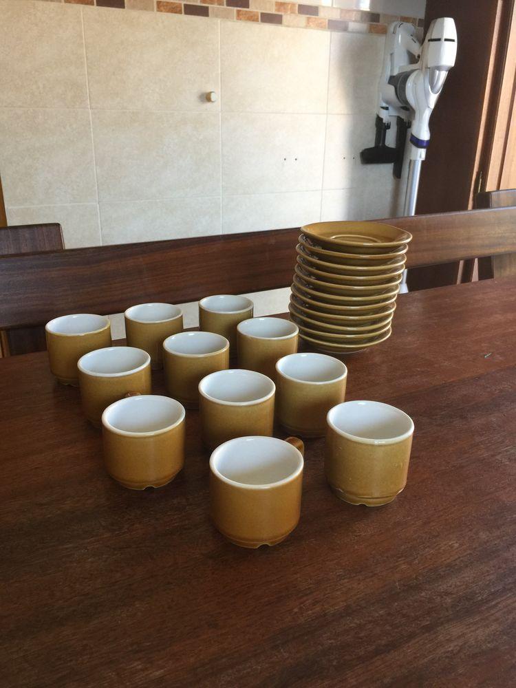 Lot de 11 tasses à café   Henry Blanc   + Sous tasses 10 Saleilles (66)