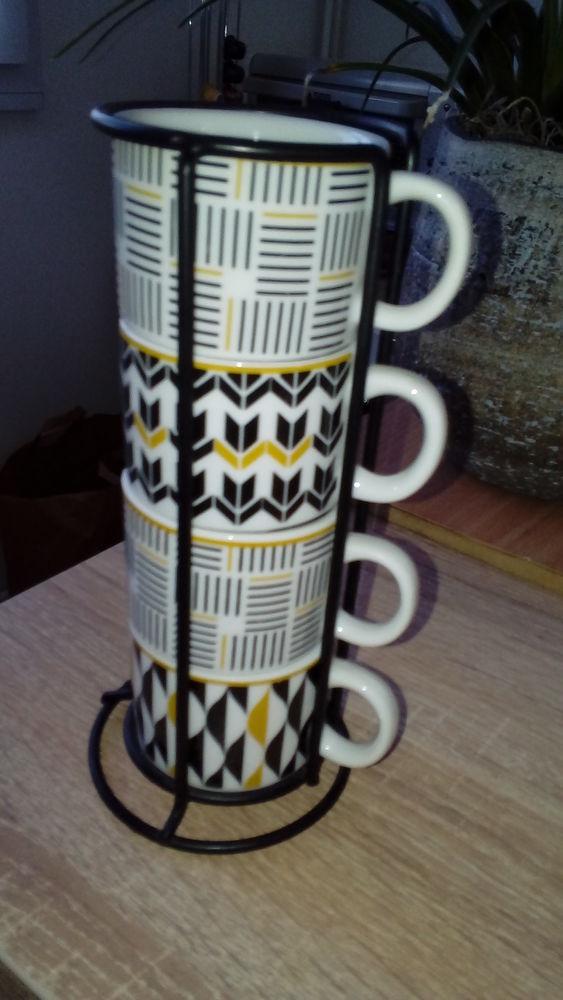 4 Tasses à café et support 7 Sainghin-en-Weppes (59)