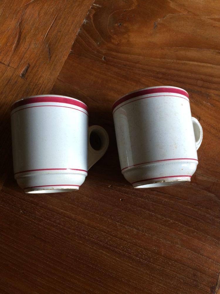 tasses épaisses dites  brulots   0 Charnay (69)