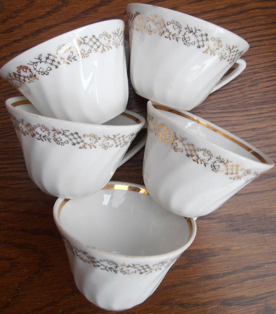 5 tasses en porcelaine blanches avec un liseré doré  5 Attiches (59)