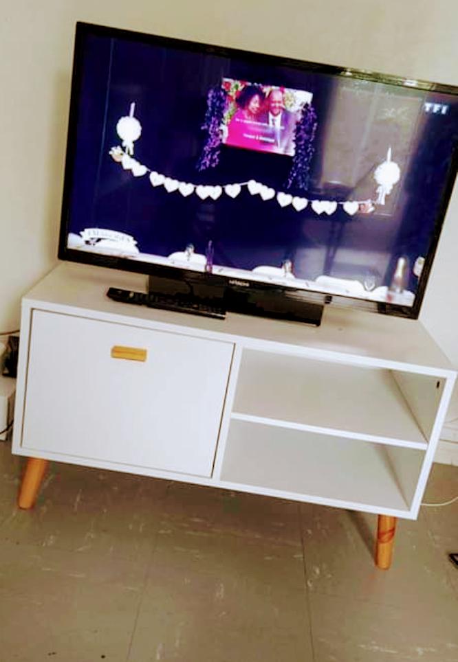 Télé et meuble tv 100 Orange (84)