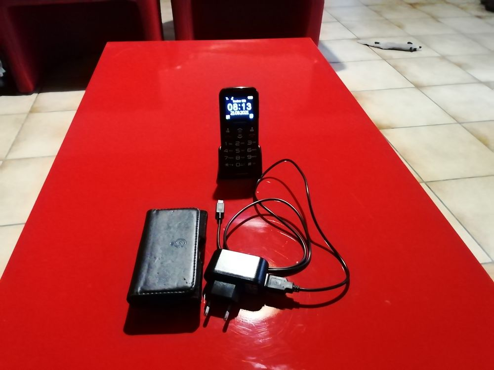 Téléphone portable Thomsom  serea 51   12 Lugagnac (46)