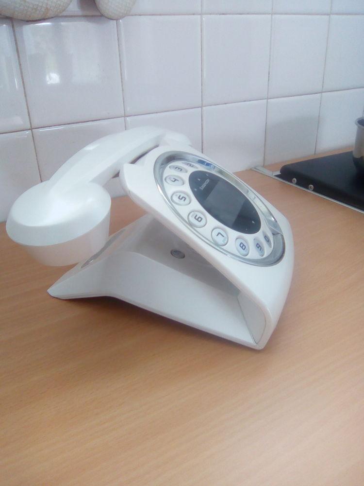 Téléphone répondeur fixe sans fil avec navigateur tactile 30 Cravant (89)