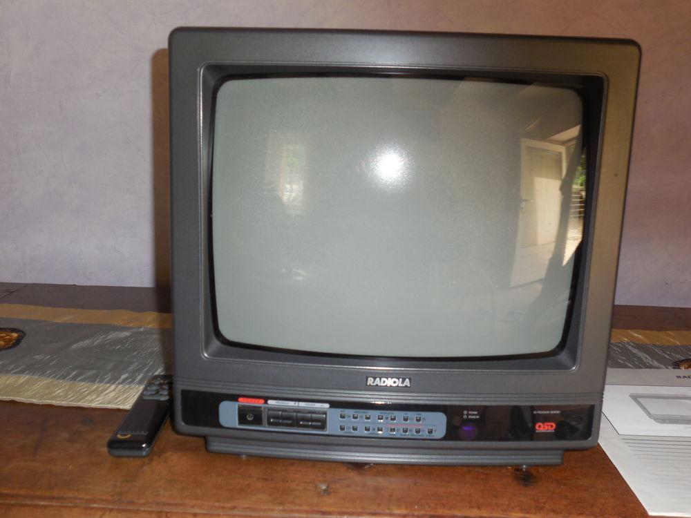 TELEVISEUR COULEUR MARQUE RADIOLA 20 Sury-près-Léré (18)