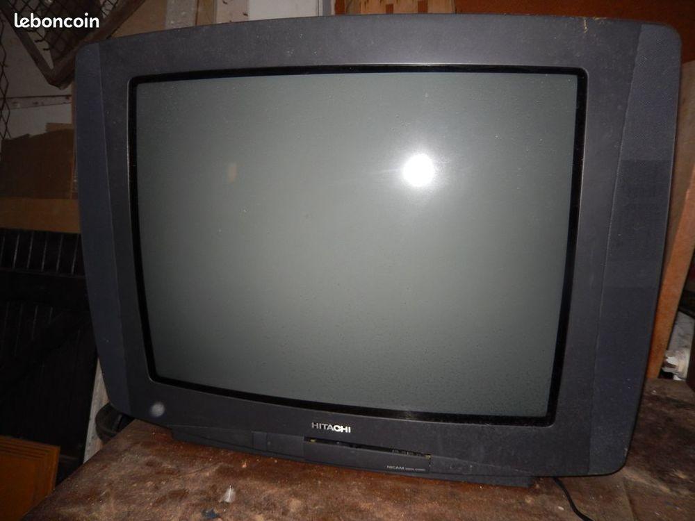 TELEVISEUR HITACHI 68 Cm NICAM DIGITAL STÉRÉO 0 Fréjus (83)