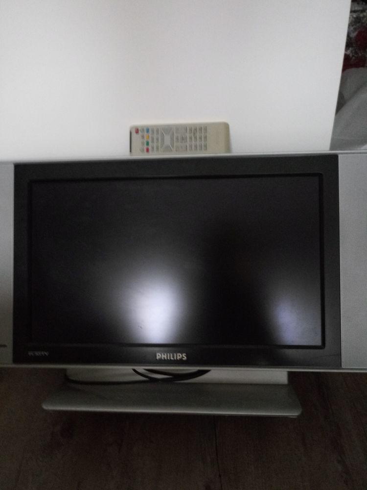 Télévision ecran plat 56cm de marque Filips model costeau , 70 Saint-Cloud (92)
