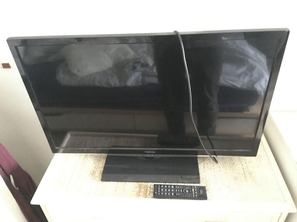 Télévision LCD 32  toshiba 32el933g parfait etat 30 Versailles (78)