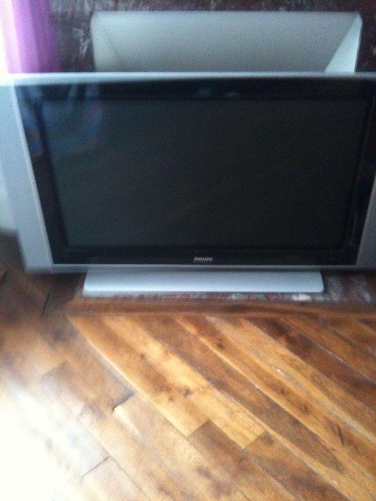 televison 120cm. 300€ Prix achat 1200€ Photos/Video/TV