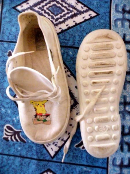 tennis pokemon blanche a lacet t 34 Vêtements