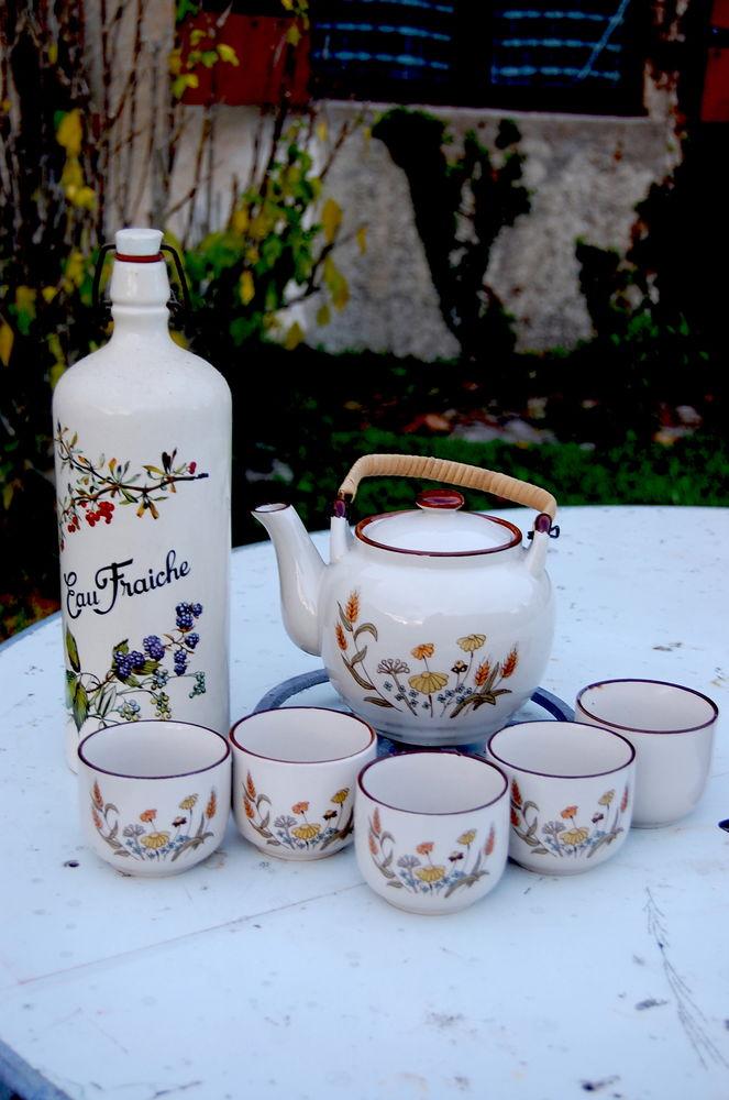 theière tasses et bouteille en grés deco fleurs 30 Saint-Jean-d'Angély (17)
