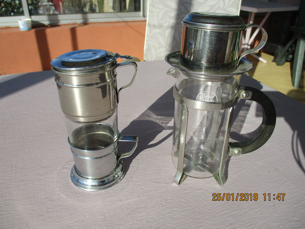 Lot de 2 théières avec filtres inox & verre 1950. 25 Le Vernois (39)