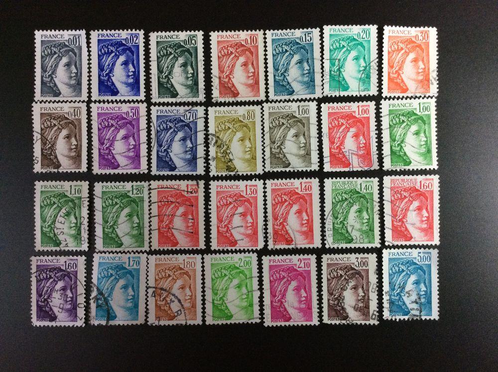 28 timbres de FRANCE  LES SABINES  3 Les Églisottes-et-Chalaures (33)