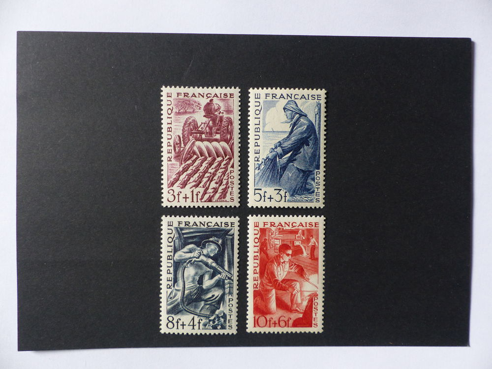 TIMBRES 823 / 826 NEUFS **