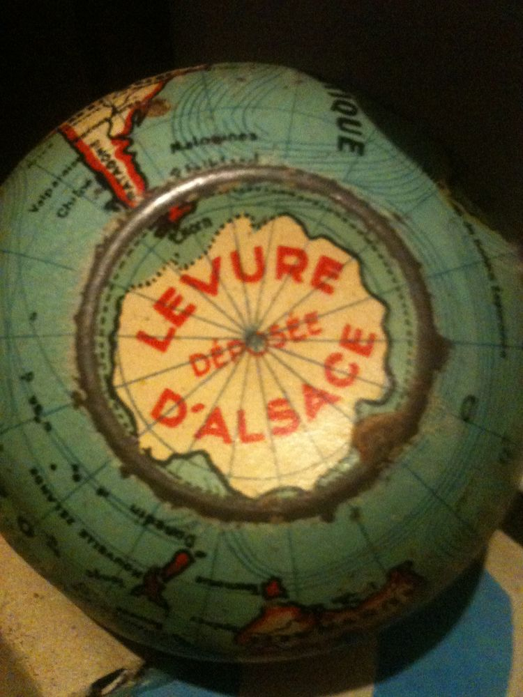 Tirelire globe terrestre vintage à poser 40 Bosc-le-Hard (76)