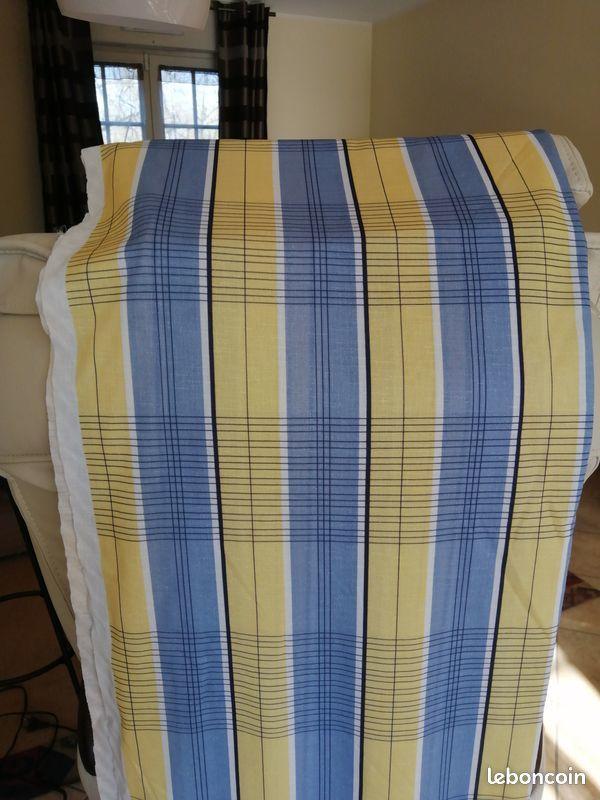 Tissu imprimé jaune pâle et bleu 18 Halluin (59)