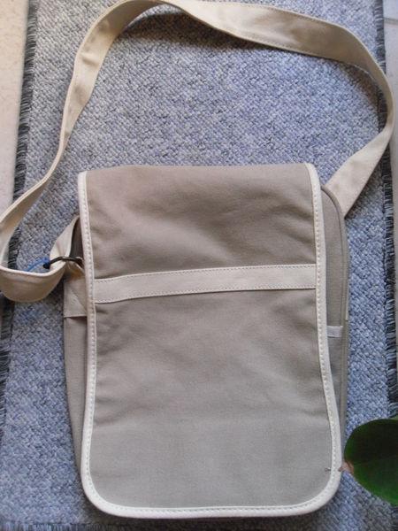Sac tissus homme couleur beige, poches 33cm Neuf 8 Neuville-de-Poitou (86)