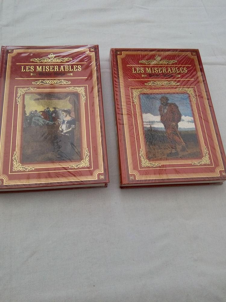 2 Tomes de l'Ouvrage de Victor Hugo  Les misérables  5 Étampes (91)