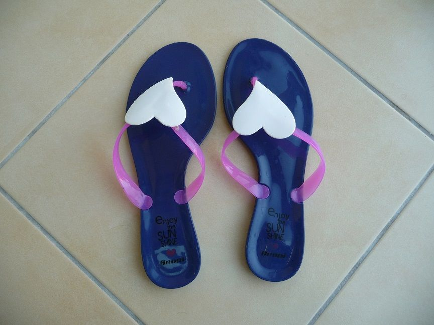 Tongs bleu marine femme taille 39 5 Montigny-le-Bretonneux (78)