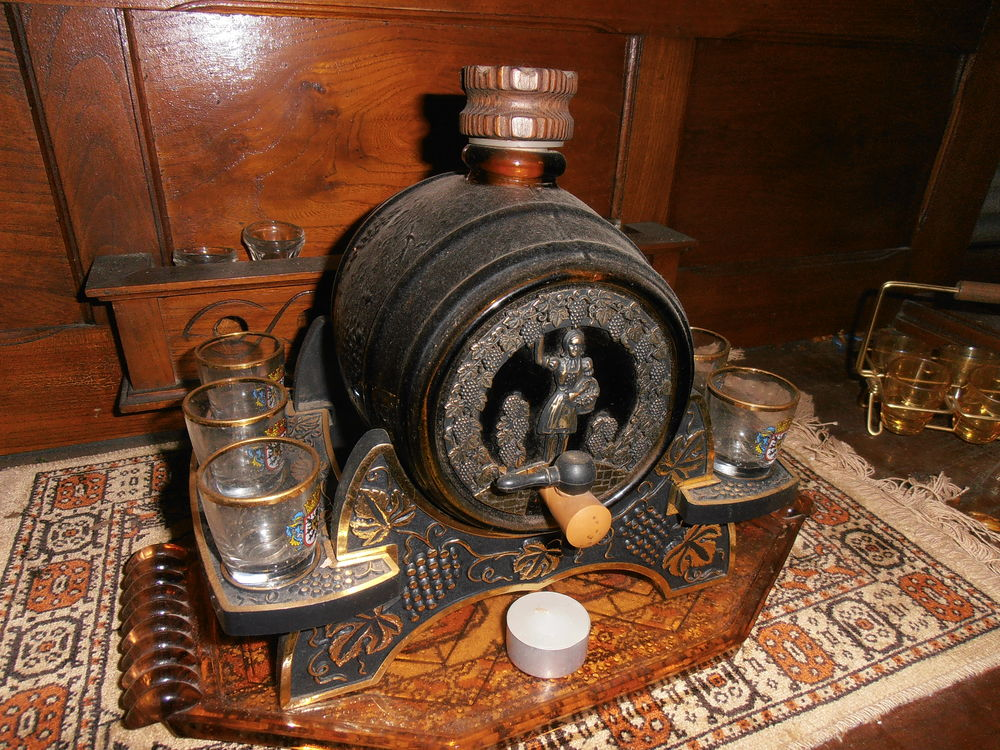 Tonneau à liqueur bonde de remplissage et robinet  10 Attiches (59)