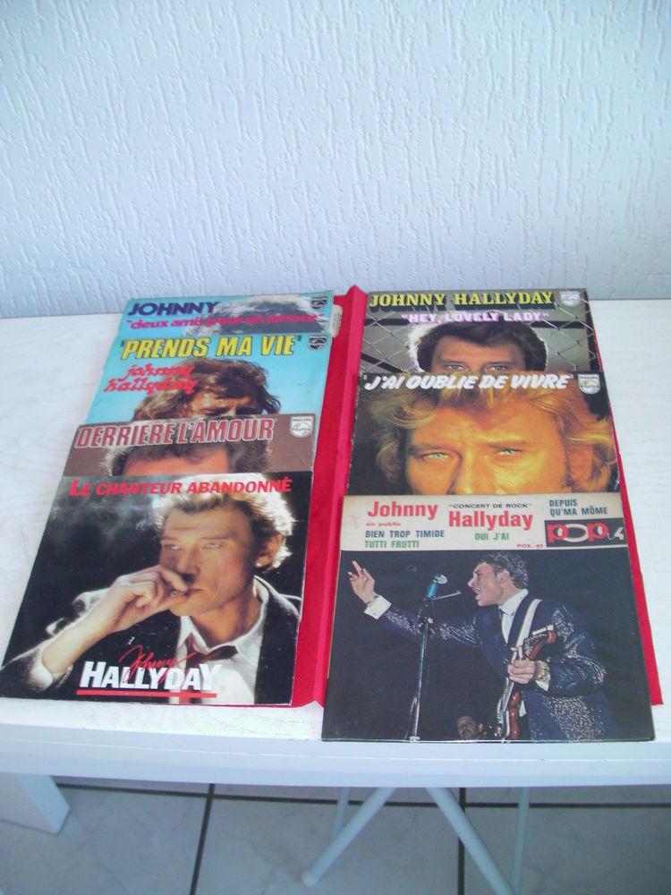 45 tours vinyle Johnny HALLYDAY 8 Saint-Etienne (42)