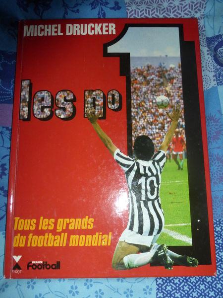 LES N°1 TOUS LES GRANDS DU FOOTBALL MONDIAL Livres et BD