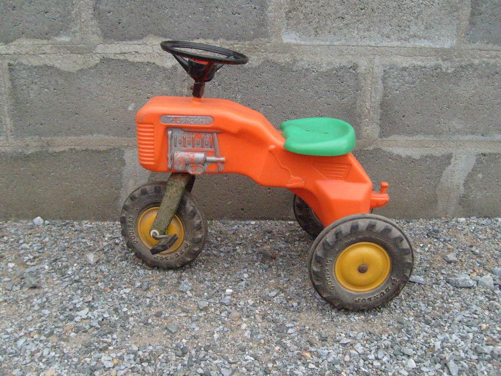 Tracteur enfant ancien 80 Varades (44)