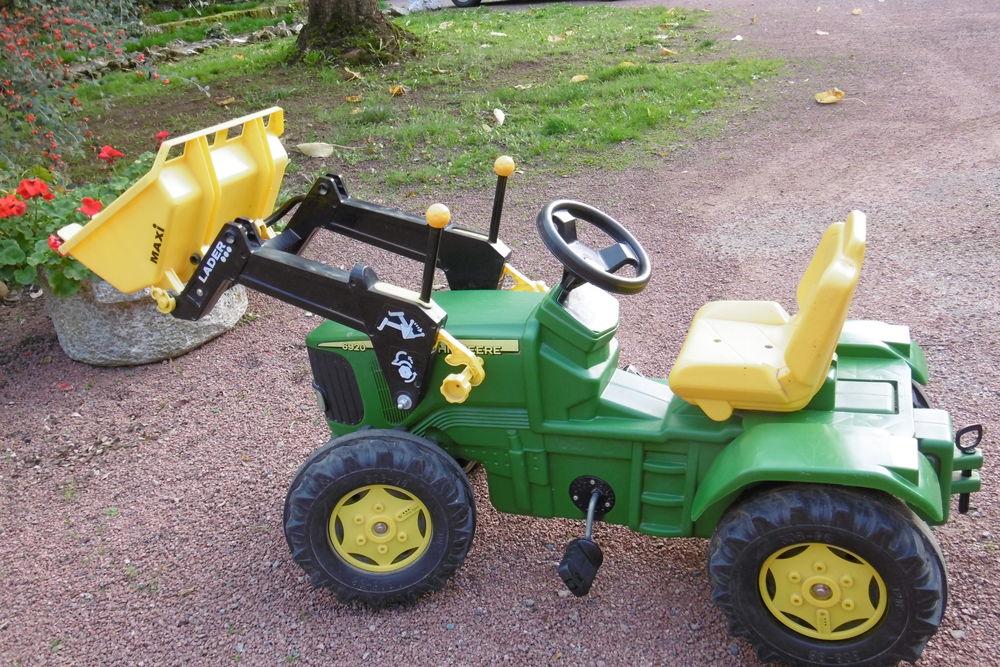 tracteur pour enfant de 3 à 10ans   Marque John Deere   145 Saint-Bonnet-de-Joux (71)