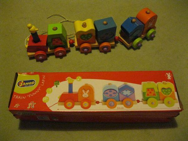 Train en bois Funny lapin par JANOD 15 Quimper (29)