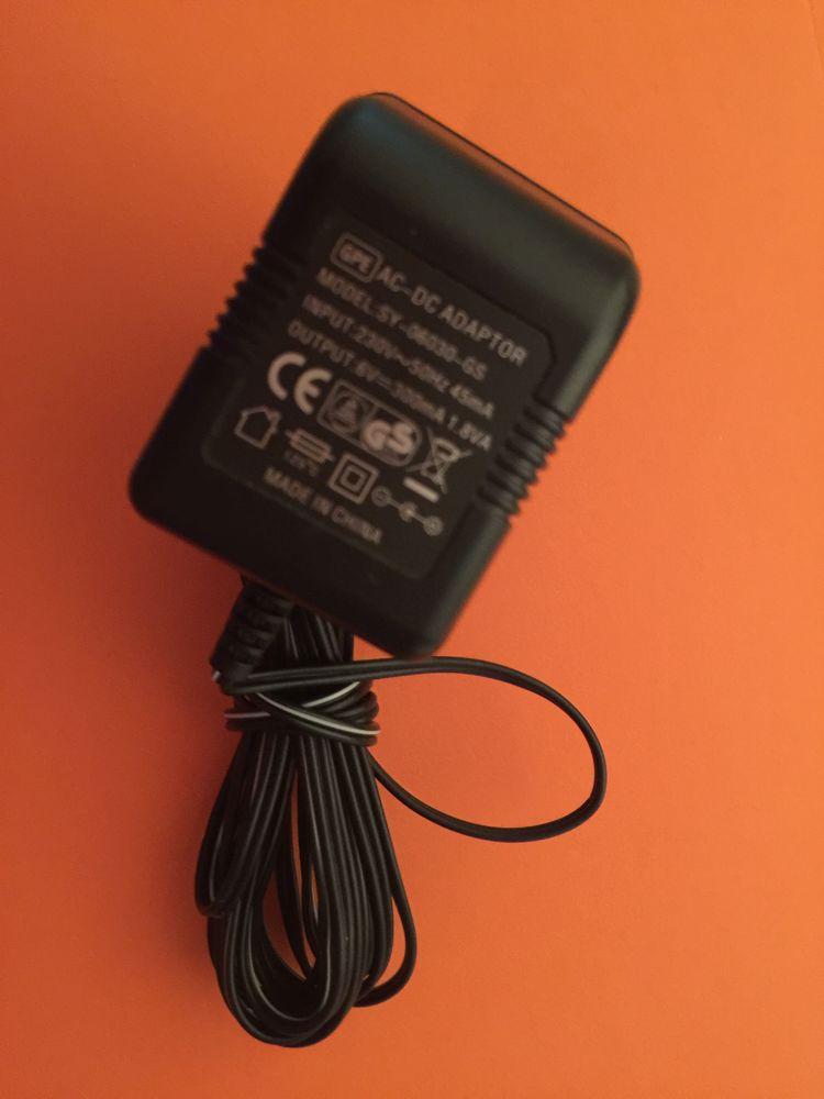 Transformateur Model SY-06030-GS Code SNG 04-ea (6V - 300mA) 15 Chemillé (49)