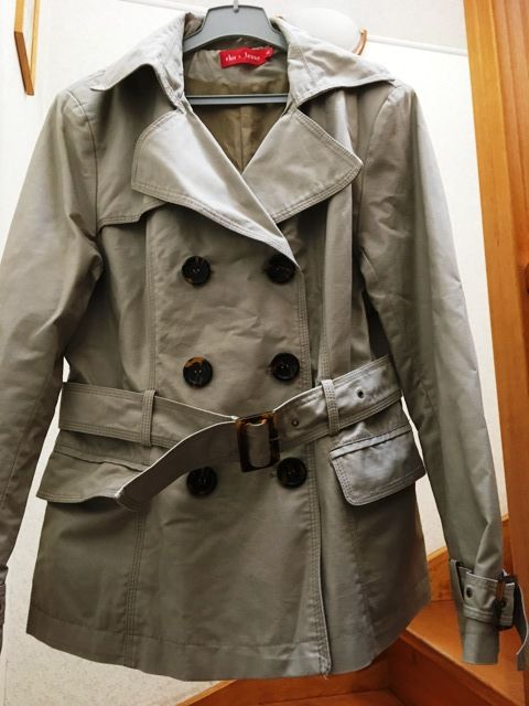 trench imperméable,   15 Mandres-les-Roses (94)