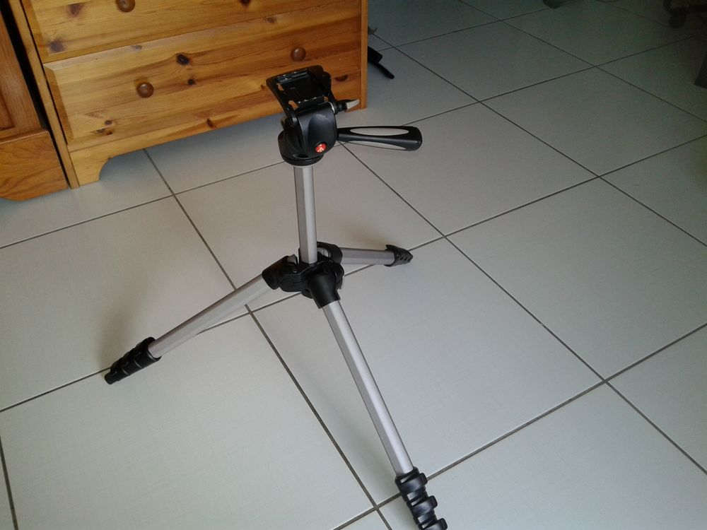 Trépied d'appareil photo. 40 Pessac (33)