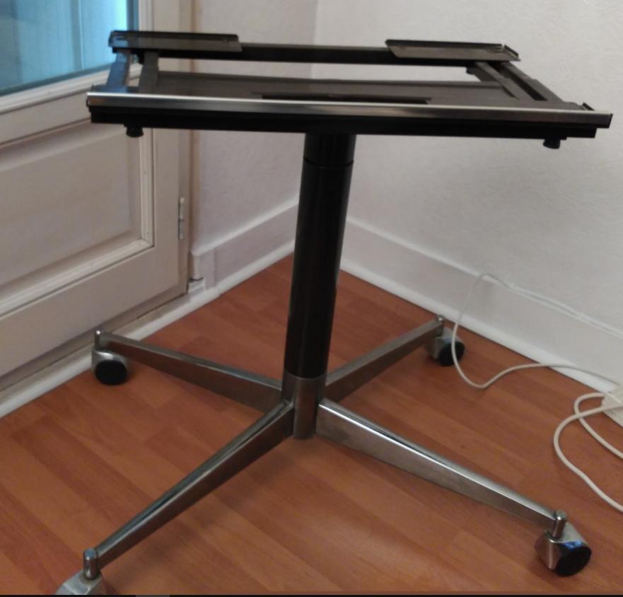 Trépied pour TV- Vidéoprojecteur - PC portable 15 Poissy (78)