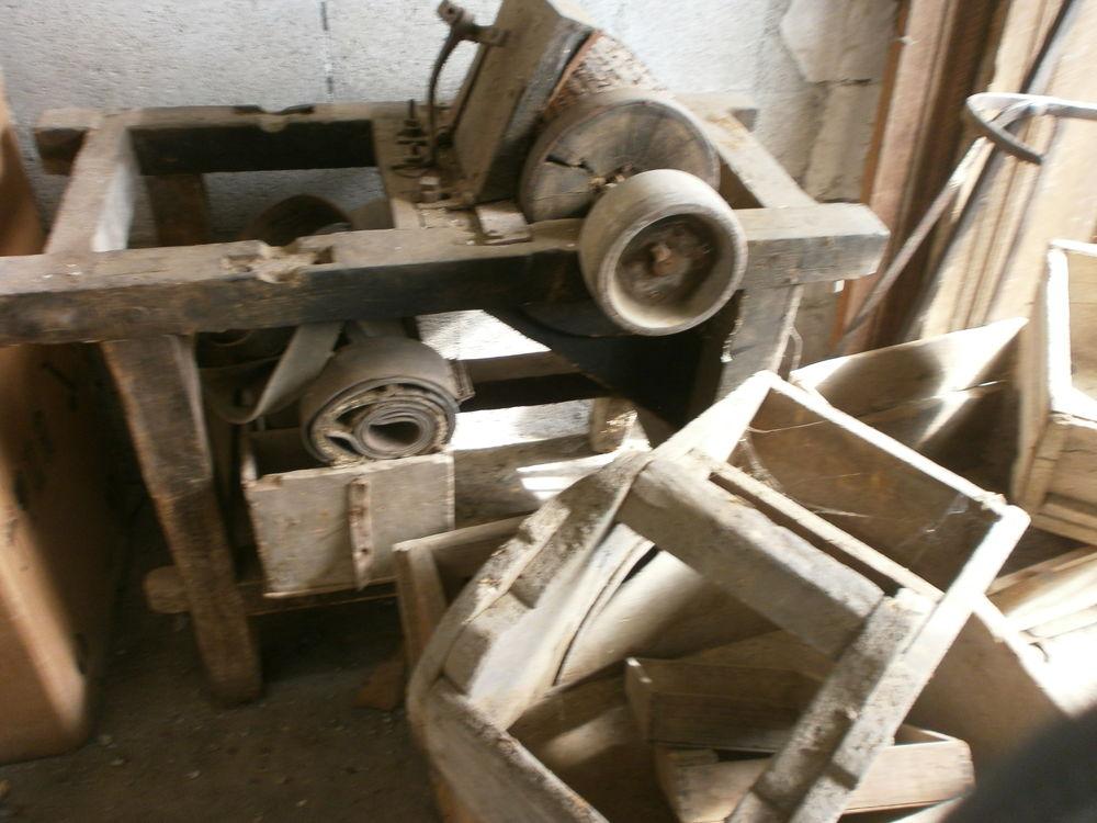 très ancienne machine à broyer les fruits 0 Seyssel (01)