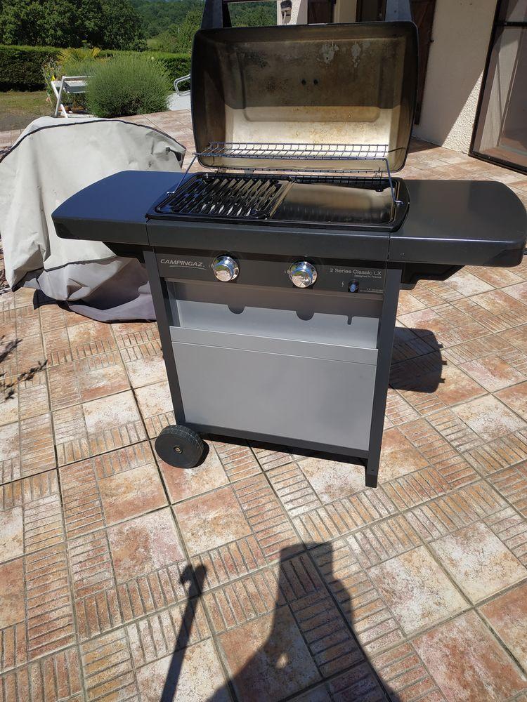 Très beau barbecue à gaz double brûleur avec thermomètre. 105 Saint-Lary-Boujean (31)
