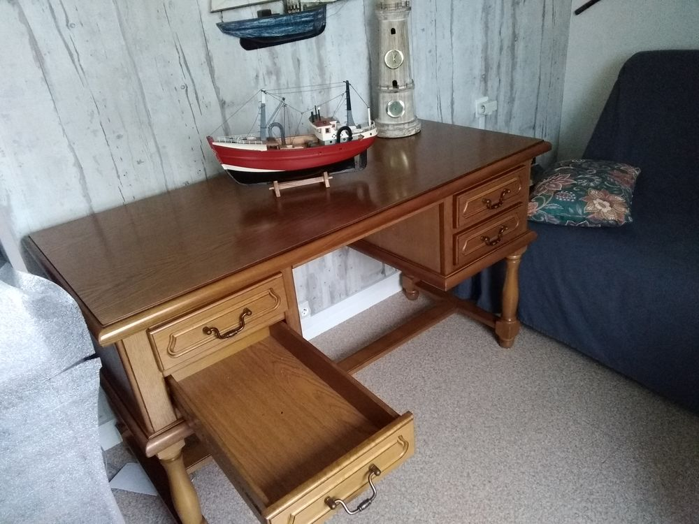 Très beau bureau en bois 400 Le Havre (76)