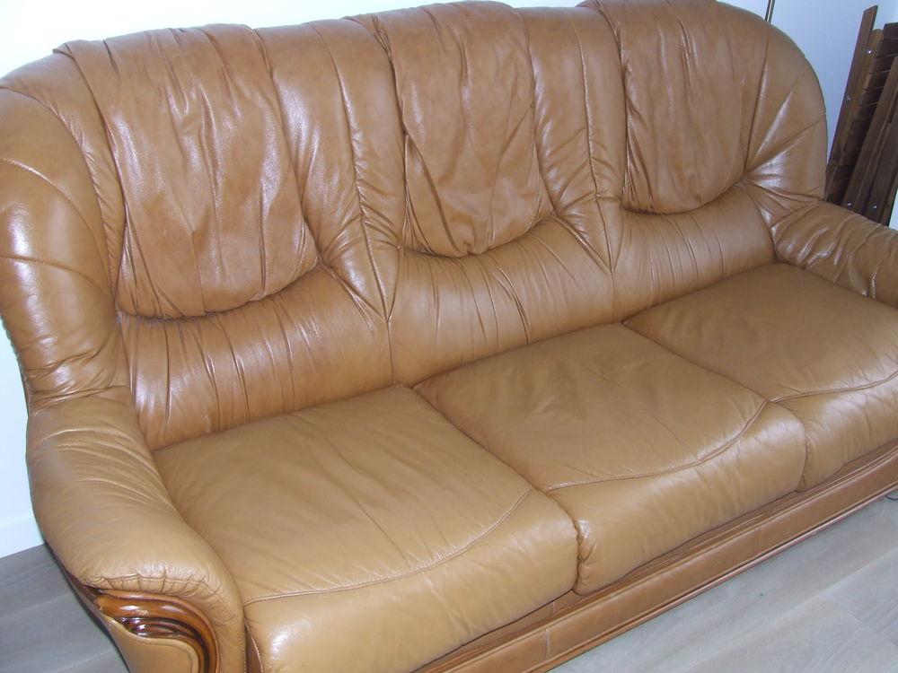 Très beau canapé cuire convertible 0 Montfermeil (93)