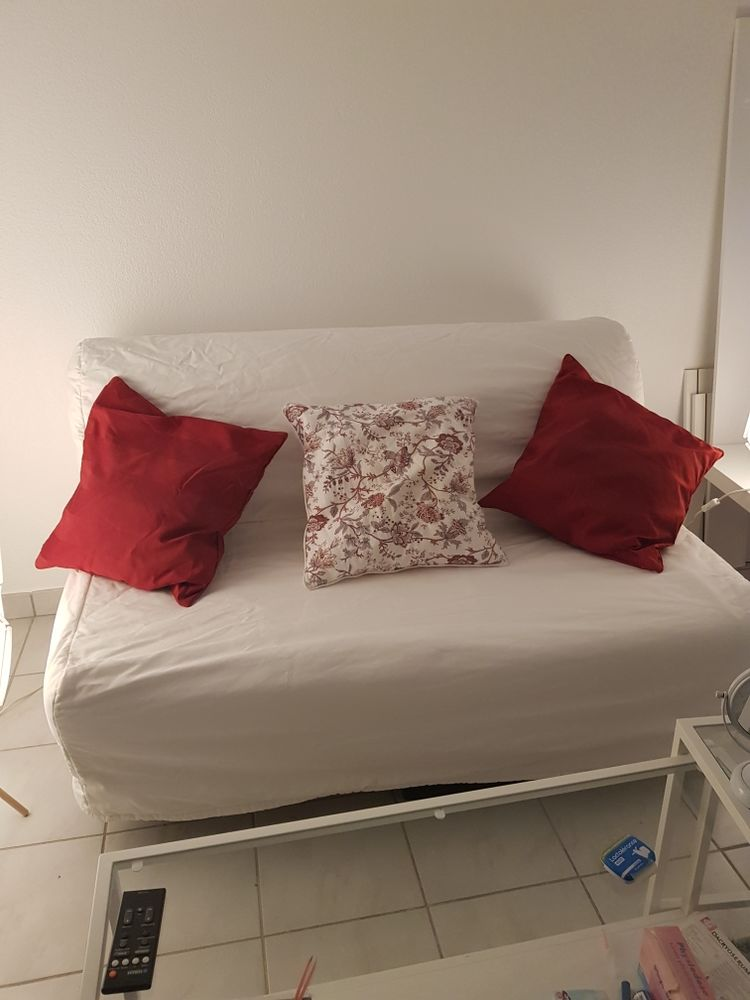 très beau canapé blanc bon état il se déplie pour faire un lit 40 Montpellier (34)