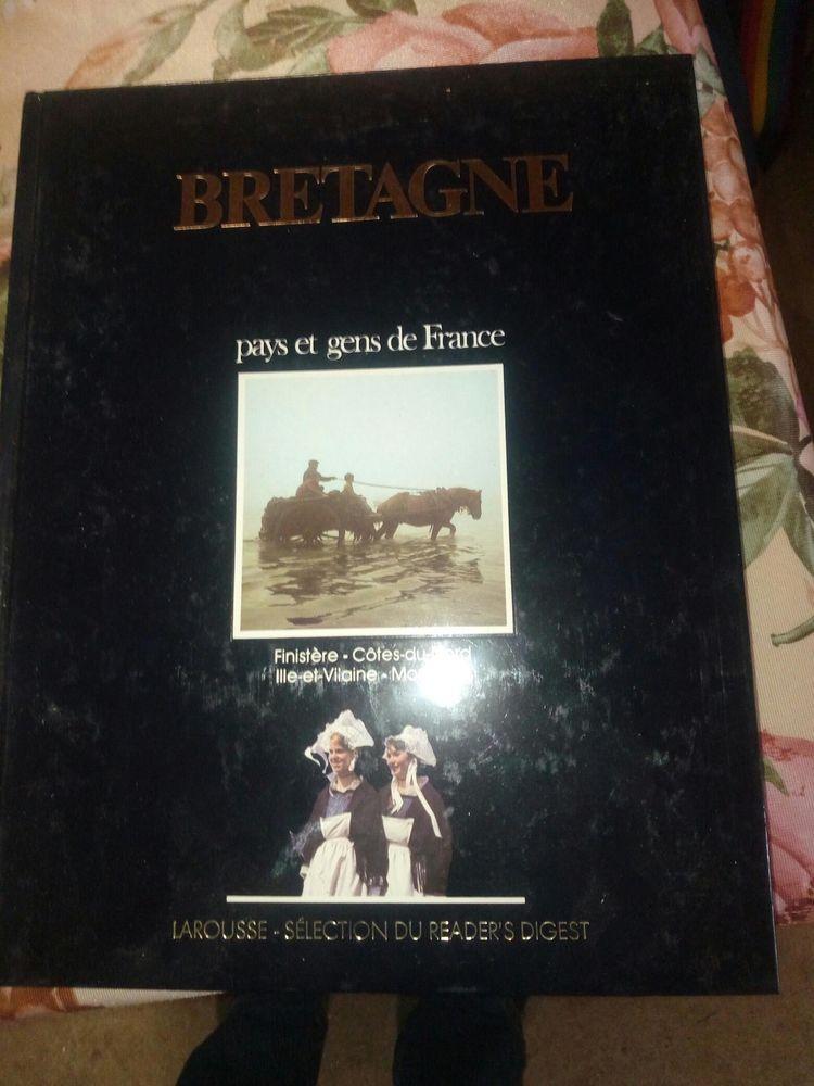 TRES BEAU LIVRE LA BRETAGNE LAROUSSE BON ETAT 20 Levainville (28)