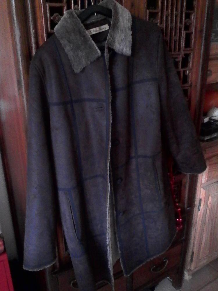 Très beau manteau femme Le temps d'Harvey 20 Viviers (07)