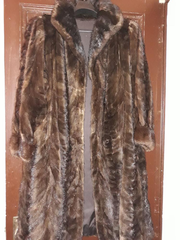 Très beau manteau de vison fourrures Genebrier Père et Fils  500 Bordeaux (33)