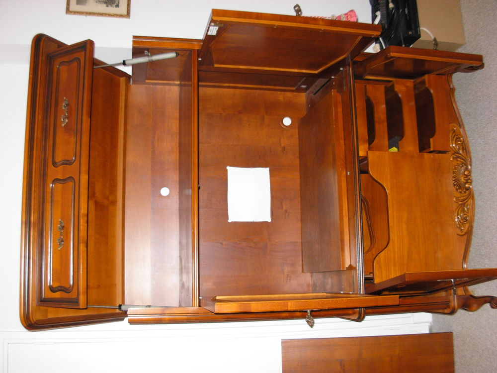 Très beau meuble télé en merisier massif  990 Cours-la-Ville (69)