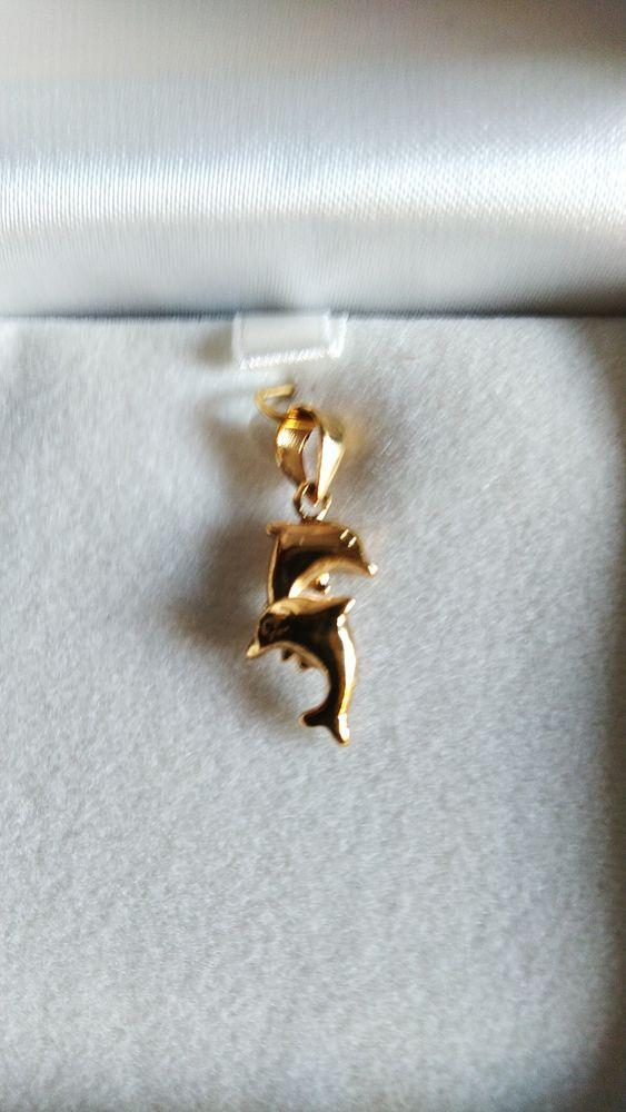 Très beau pendentif Dauphins plaqué or jaune Neuf jamais por 0 Ghyvelde (59)